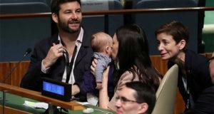 Глава правительства Новой Зеландии прибыла на Генассамблею ООН с грудным ребенком