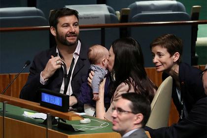 Photo of Глава правительства Новой Зеландии прибыла на Генассамблею ООН с грудным ребенком