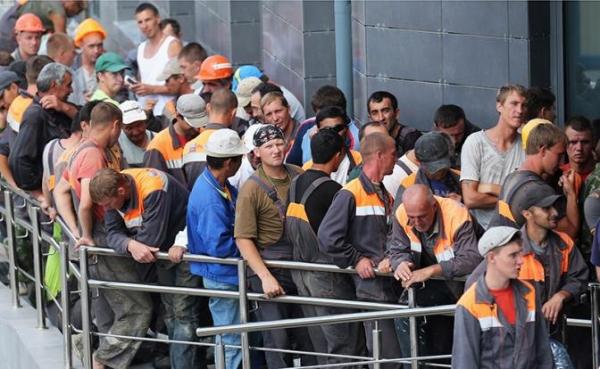 Гастарбайтеров отправят домой, а мастерки и мётлы всучат российским старикам