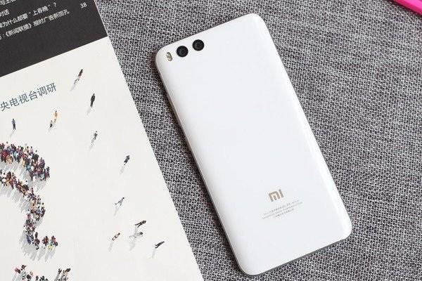 Начался предзаказ на Xiaomi Mi6 Bright White