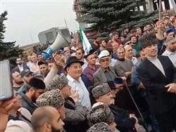 Photo of Ингушетия взбунтовалась: Евкурова закидали бутылками, в Магас не пустили войска