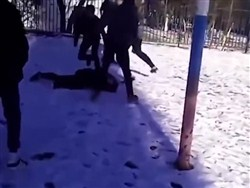 """В Новошахтинске девятикласснику проломили голову из-за """"неправильной"""" одежды"""