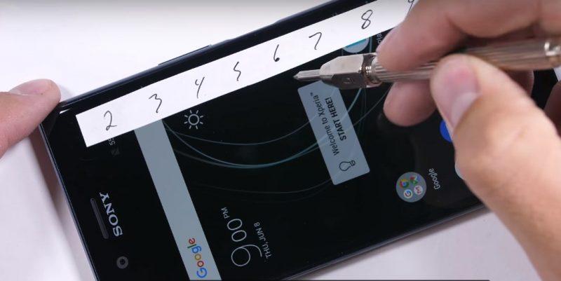 Sony Xperia XZ Premium проходит тест на прочность