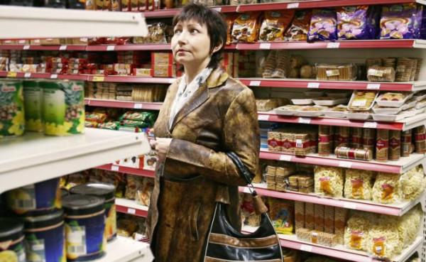 Кремль закручивает гайки, опасаясь протестов, а Россию волнует, что завтра будет нечего есть0