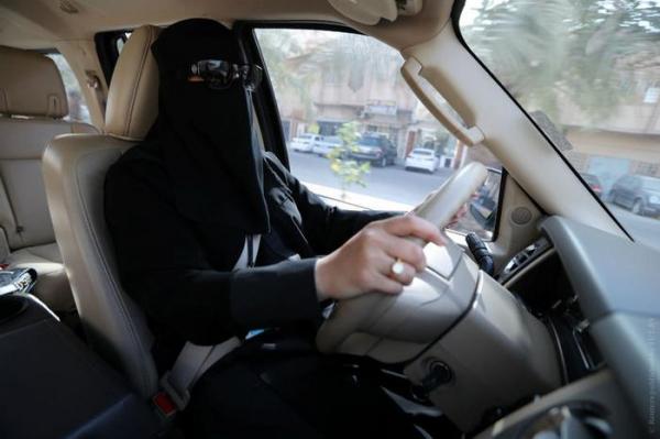 Как контролировать передвижения женщины дистанционно: саудовский опыт1