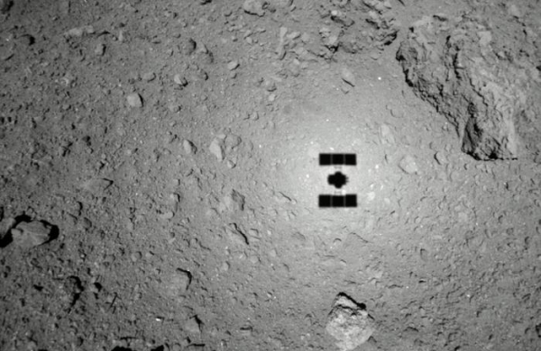 Hayabusa 2 готовится к отбору образца грунта с астероида Рюгу1