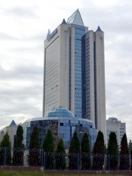 Photo of Мужчина погиб, выпав из окна 30-го этажа офиса «Газпрома» в Москве