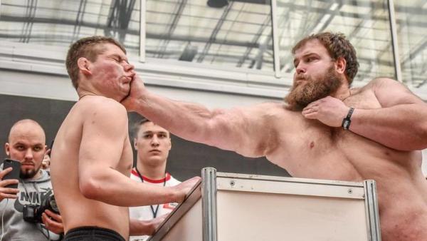 В Красноярске прошёл мужской чемпионат по пощёчинам0