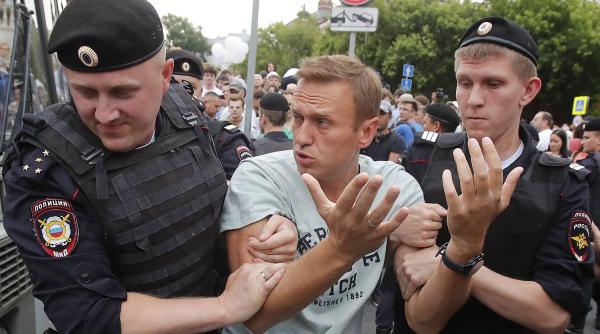 Навальный расстроился из-за того, что его освободили0