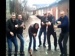 Photo of Пьяные россияне столкнули с лестницы сделавшую им замечание беременную соседку