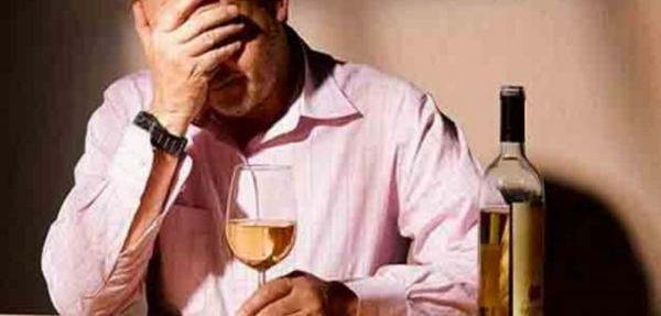 Photo of Почему люди становятся алкоголиками?