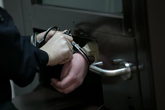 В Амурской области задержаны полицейские, избившие хозяина квартиры на глазах у семьи0
