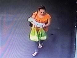 В Краснодаре женщина не смогла положить ребёнка в бэби-бокс и оставила у подъезда0