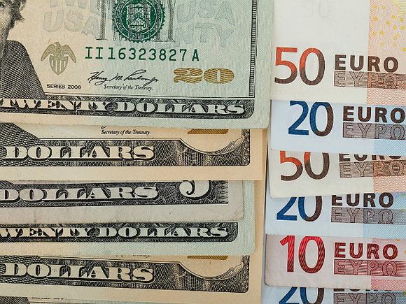 ЦБ РФ продолжает повышать официальные курсы доллара и евро0