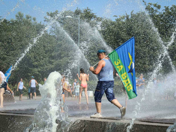В День ВДВ петербургский «Водоканал» выставит «стражу» рядом с фонтанами0