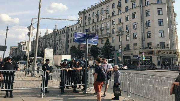 Бизнес-омбудсмен заявила о разбитых витринах во время протестных акций.0