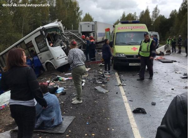 В страшной аварии под Ярославлем погибли девять человек0