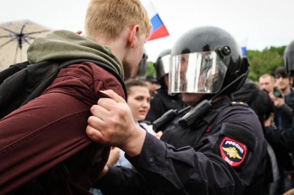 В Улан-Удэ сотрудник Росгвардии призвал коллег не задерживать мирных митингующих0