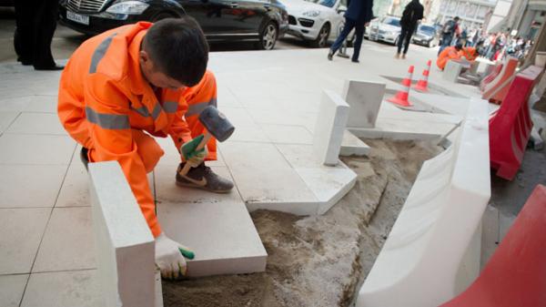 Заместитель Собянина назвал причину постоянной замены плитки в Москве0