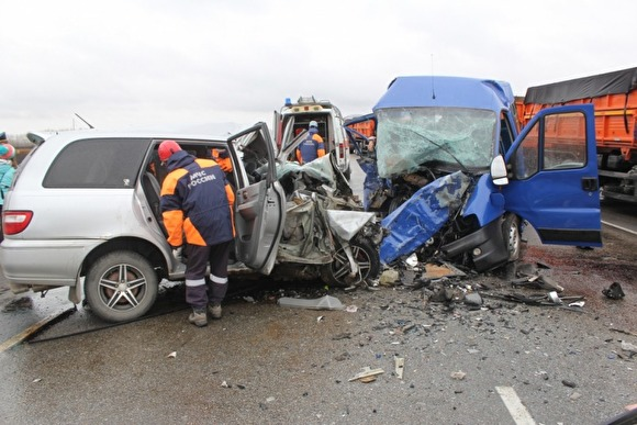 Photo of На Алтае микроавтобус с творческим коллективом попал в ДТП: восемь человек погибли