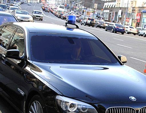 На парковке мэрии Москвы служебное авто сбило пешехода, пишут СМИ0
