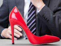 Научный журнал отозвал скандальную статью о привлекательности женщин на каблуках0