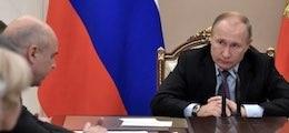 Путин поручил обложить налогом самозанятых по всей России0