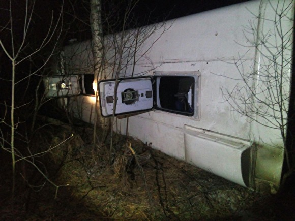 Photo of В Нижегородской области автобус перевернулся на трассе: 20 человек пострадали