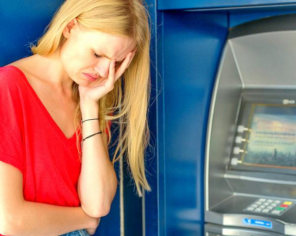 Photo of Центробанк ужесточает контроль за карточными счетами и снятием наличных