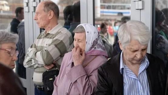 Photo of Пенсионерам кто хочет получать пенсию необходимо перейти на карту «Мир»