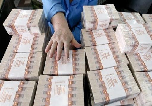 Photo of Россияне вынесли из банков 200 тонн наличных рублей