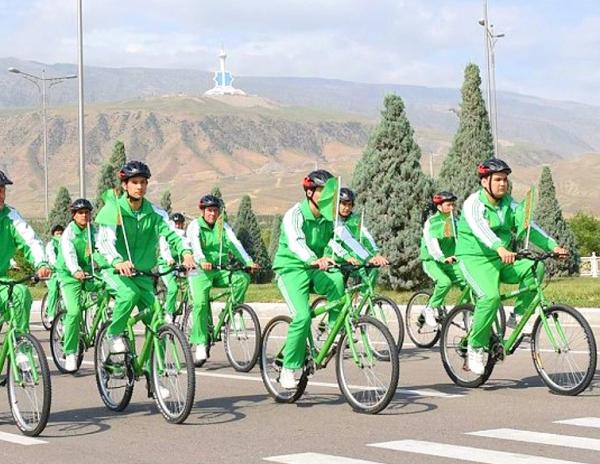 Photo of В Туркмении во время пандемии провели массовый велопробег в честь Дня здоровья