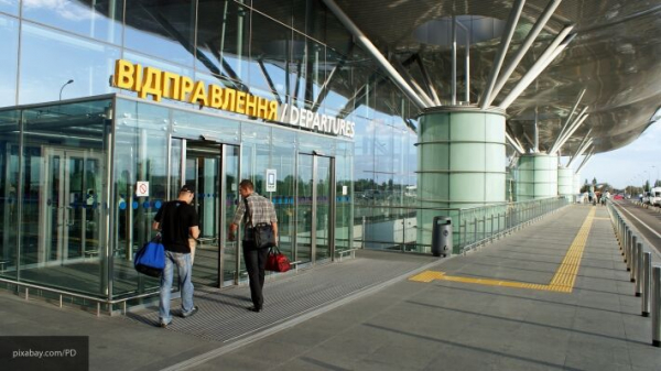 Photo of Вывезенные из Вьетнама украинцы с криками прорвали блокаду в аэропорту «Борисполь»