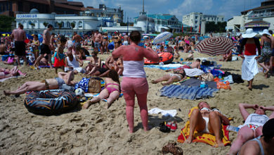 Photo of Британцы массово наплевали на карантинные правила и заполнили пляжи
