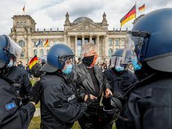 Photo of В ФРГ в десятке городов прошли демонстрации против карантина