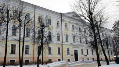 Photo of В Твери с бывшего здания НКВД демонтировали мемориальные доски о расстрелянных поляках