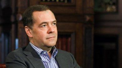Photo of Медведев рассказал о тройном ударе коронавируса по экономике России